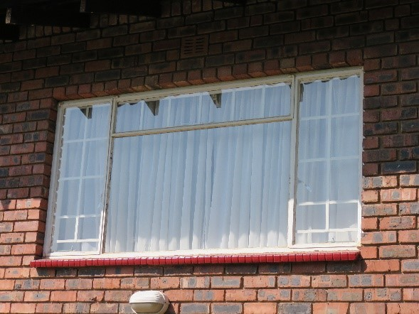 Before - Client requested old units to be removed and replaced with new aluminium windows & doors.